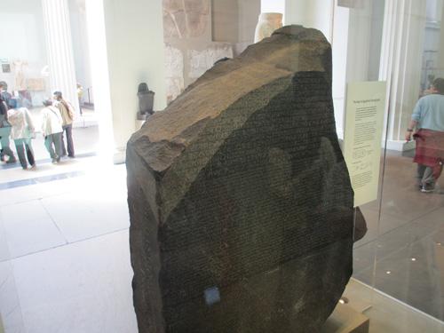一番人気のロゼッタストーン@ロンドン大英博物館