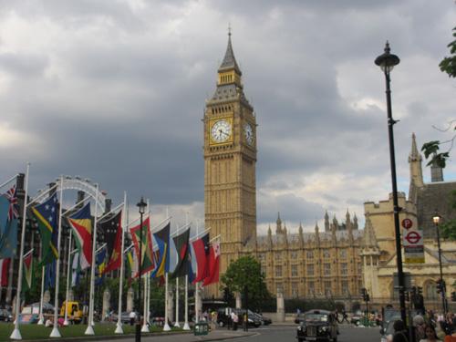 クロックタワーがエリザベスタワーから改称されるビッグベン@ロンドン