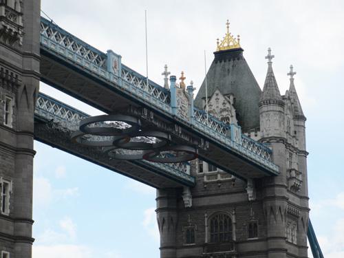 五輪があしらわれたタワーブリッジ@ロンドン