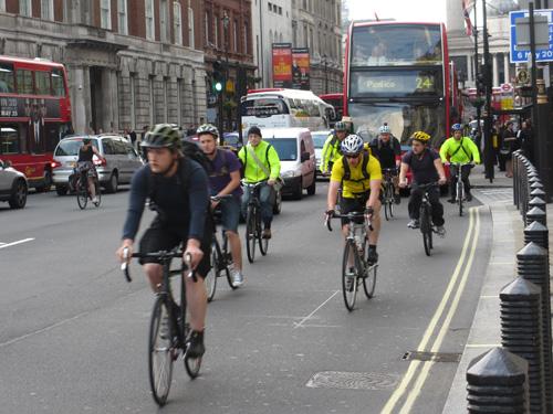 自転車レースのような通勤風景@ロンドン