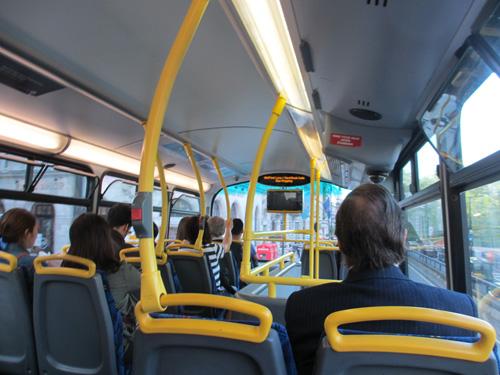 2階建てバスの車内@ロンドン