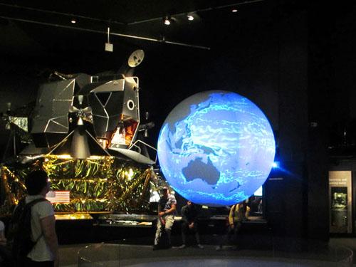 地球とアポロ11号 1969@ロンドン科学博物館