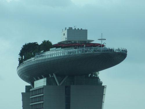 シンガポールフライヤーはマリーナ・ベイ・サンズに勝てず