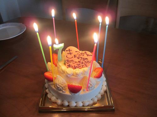 長女のバースデーケーキ:今年は2段のイチゴケーキ