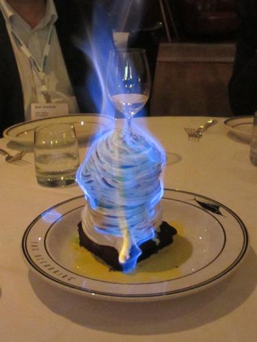 燃えるアイスクリームケーキ@CAMOディナーミーティング