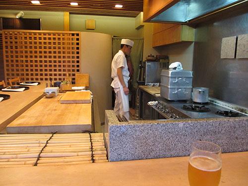 祇園櫻川の店内5階カウンター席
