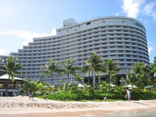 ビーチからみたホテル@ホテルニッコーグアム