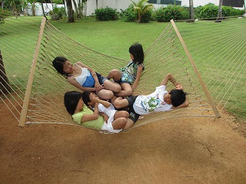 ハンモックで遊ぶ子供たち@ホテルニッコーグアム
