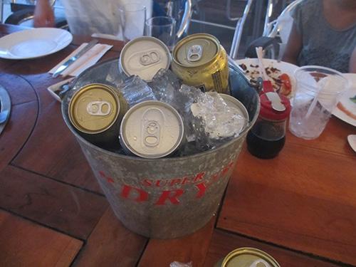冷えたビールは飲み放題@サンセットビーチBBQ