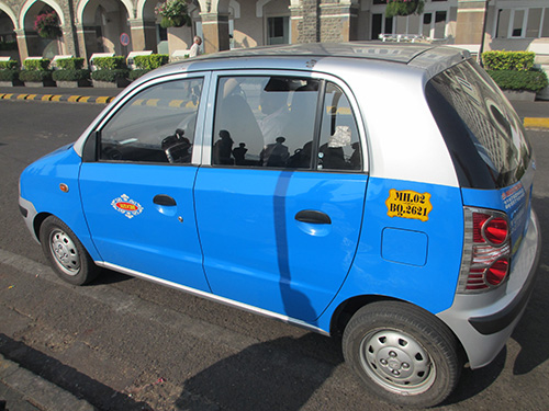 """""""青いタクシーでホテルからインド門まで"""""""