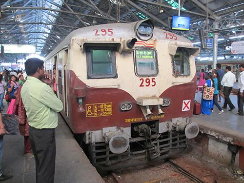 """""""とても古い列車@チャトラパティ・シヴァージー・ターミナス駅"""""""