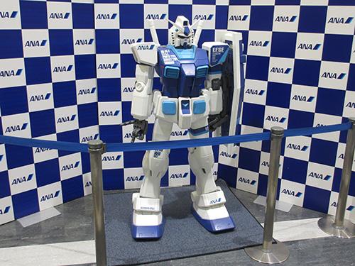 """ANAガンダムが出迎え@メンテナンスビル"""