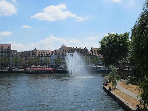 """""""イル川の噴水@ストラスブール,フランス"""""""