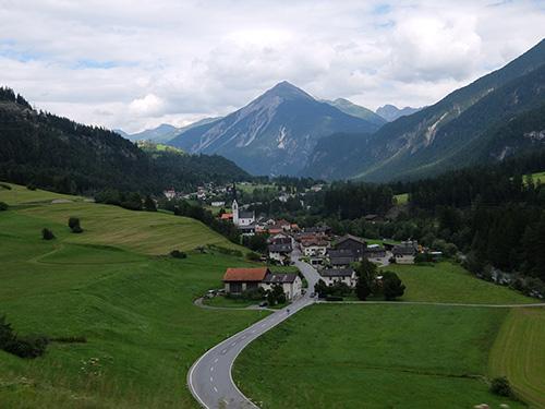 いかにもスイスな風景@世界遺産のレーティッシュ鉄道アルブラ線