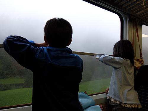 """""""窓を開けて車窓風景を満喫できる普通列車Regio"""""""