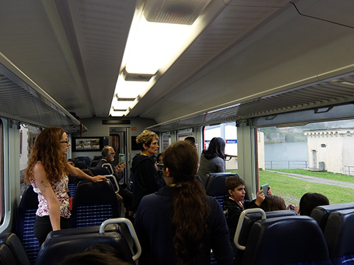 """""""乗客全員が写真撮影のために右往左往"""""""