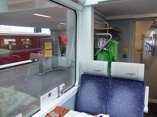 氷河急行2等車の車内 氷河急行では,各座席に設置されたオーディオ機器と... 家族旅行DAY05