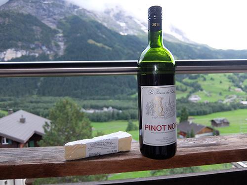 """""""スイスワインとスイスチーズをアイガー北壁に面したバルコニーで"""""""