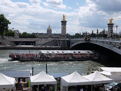 """""""アレクサンドル3世橋と混みすぎる遊覧船@パリ"""""""