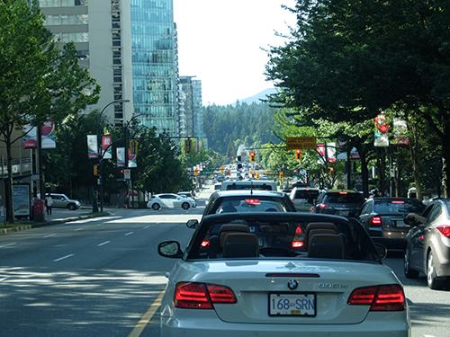 """""""平日夕方なので郊外へ向かう道路は渋滞@カナダ"""""""