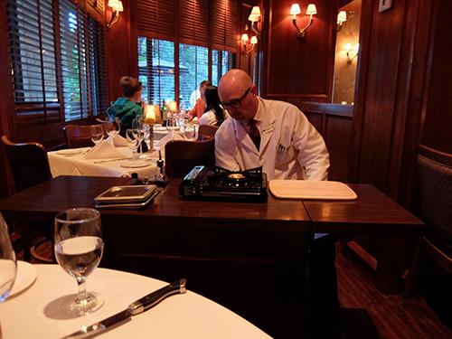 """""""テーブルサイドでシャトーブリアン(Chateaubriand)の調理開始(2人前99.95CAD)@Hy's"""