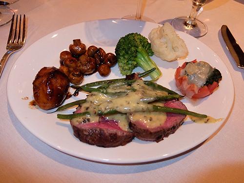 """""""とても美味しそうなシャトーブリアンと野菜@Hy's"""