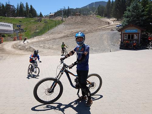 """""""GIANTのダウンヒルバイクを駆る@ウィスラー山バイクパーク"""""""