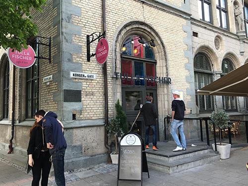 トロンハイム中心の広場に面したイタリア料理店Tulla Fischer