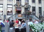 市庁舎のライトアップを眺めながら,グランプラスのKelderkeでベルギー料理を堪能@ブリュッセル