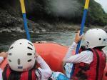 保津川でラフティングを体験.岩からの飛び込みも