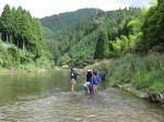 南丹市美山町自然文化村で川遊び